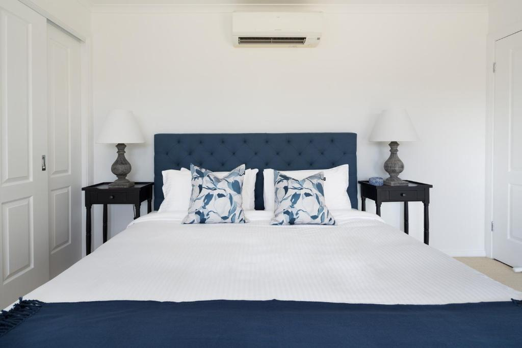 A bed or beds in a room at Villa Siena