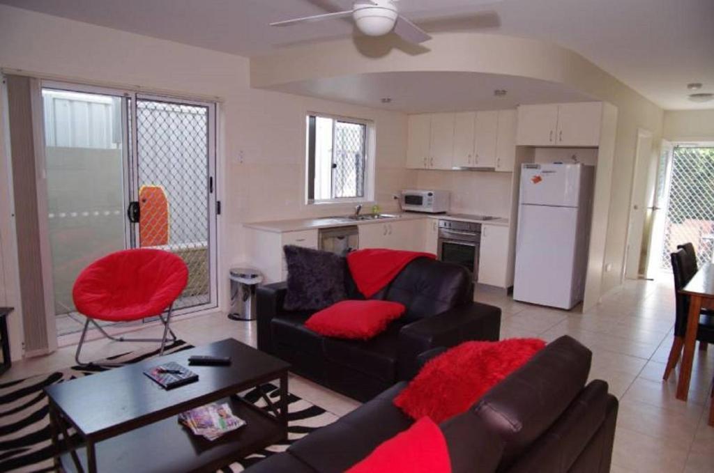 A kitchen or kitchenette at Adrift, 5B Scott Street
