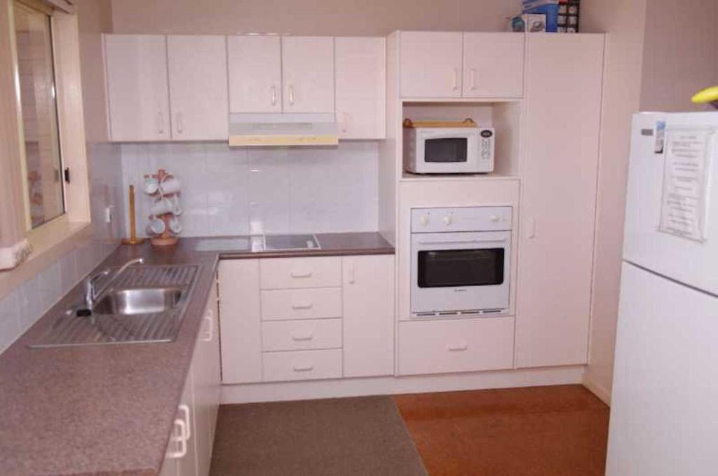 A kitchen or kitchenette at Bellhaven 2, 17 Willow Street