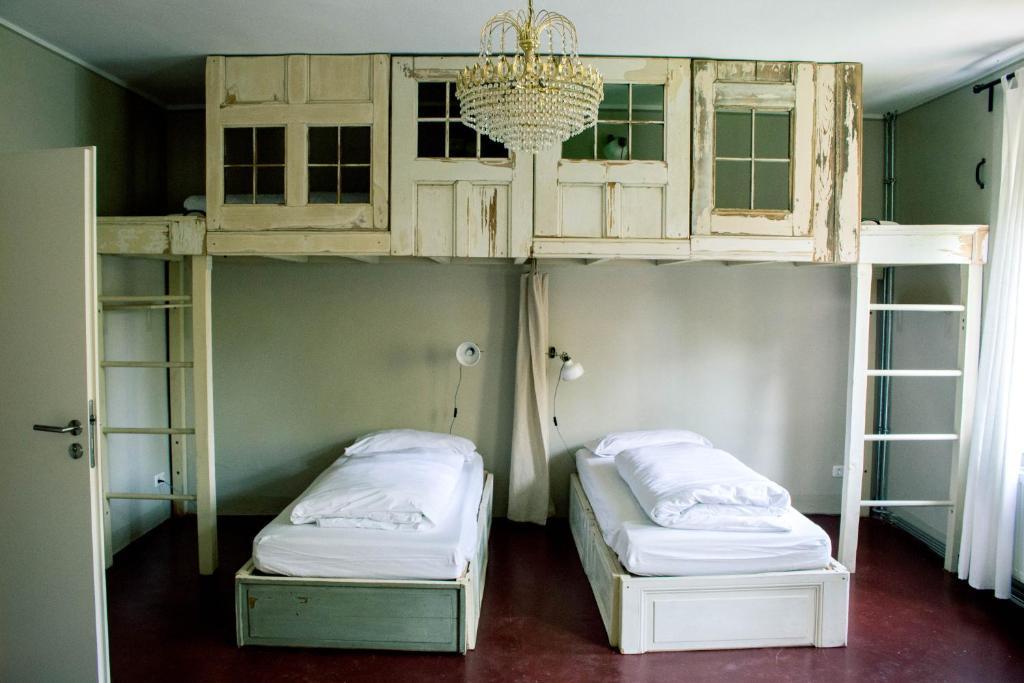 A bunk bed or bunk beds in a room at Hostel & Garten Eden