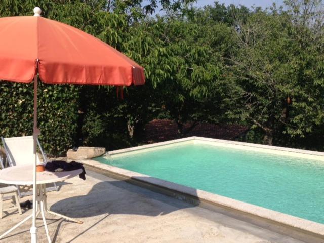 A piscina em ou perto de Castelo Do Castro