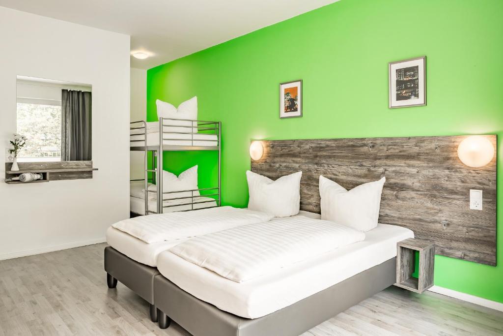 Ein Bett oder Betten in einem Zimmer der Unterkunft Alecsa Hotel am Olympiastadion