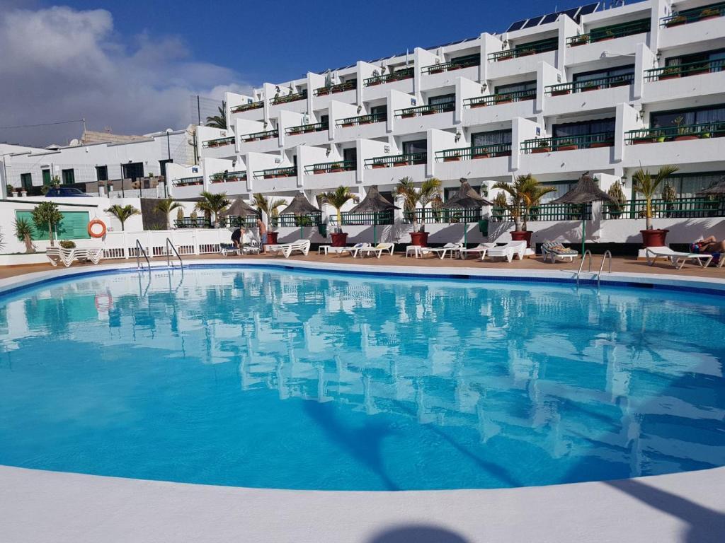 Het zwembad bij of vlak bij Apartamentos La Florida