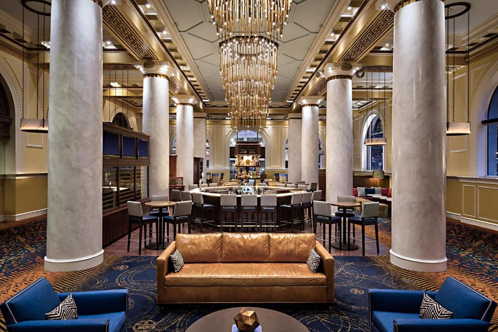 A restaurant or other place to eat at Hotel ICON, Autograph Collection