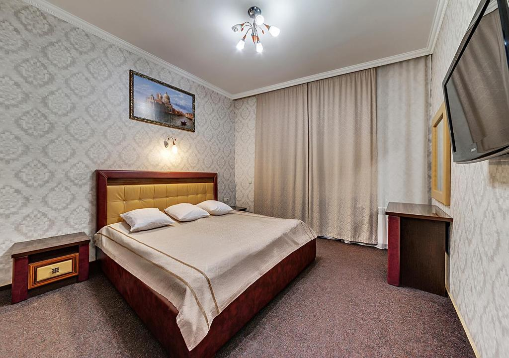 A bed or beds in a room at Venecia Hotel & SPA