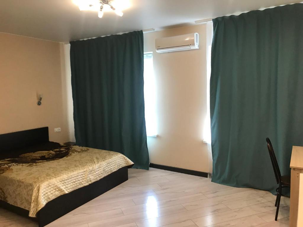 Кровать или кровати в номере Студия на Колпакова 41