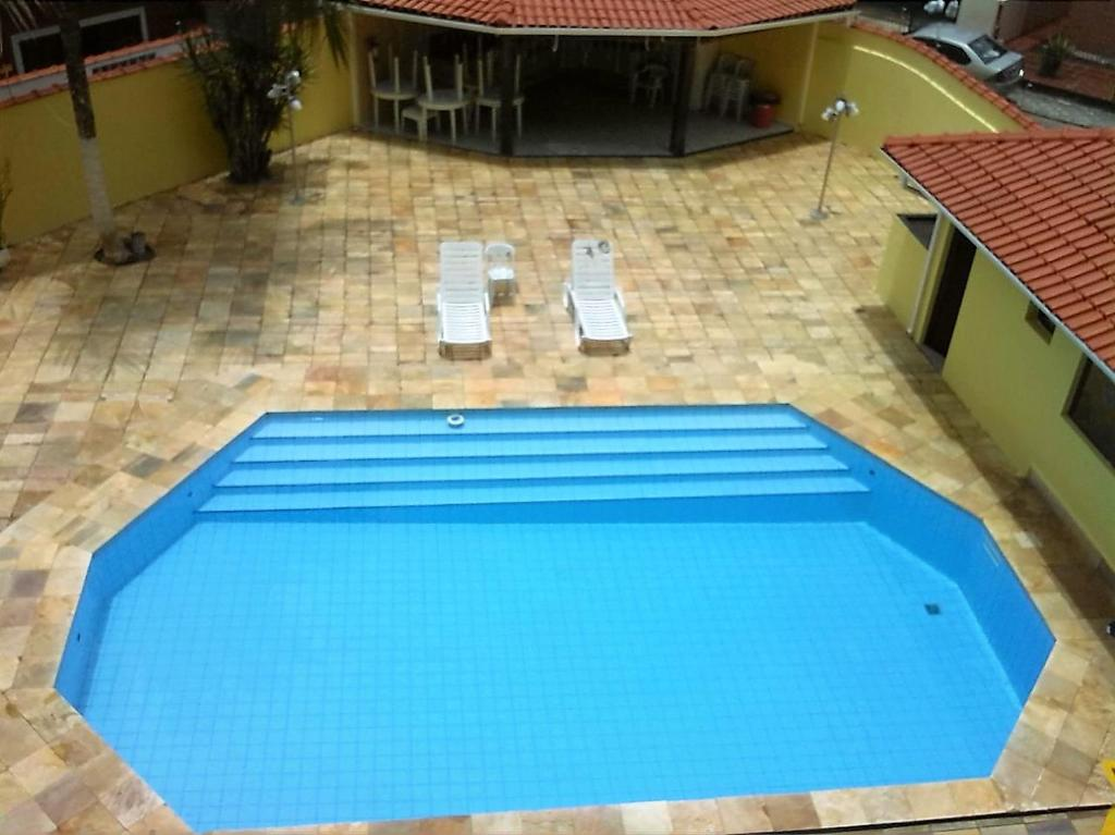 A view of the pool at Apto da Mariana Centro Ubatuba 3 Quartos, Piscina e Garagem Pré-visualizar anúncio or nearby