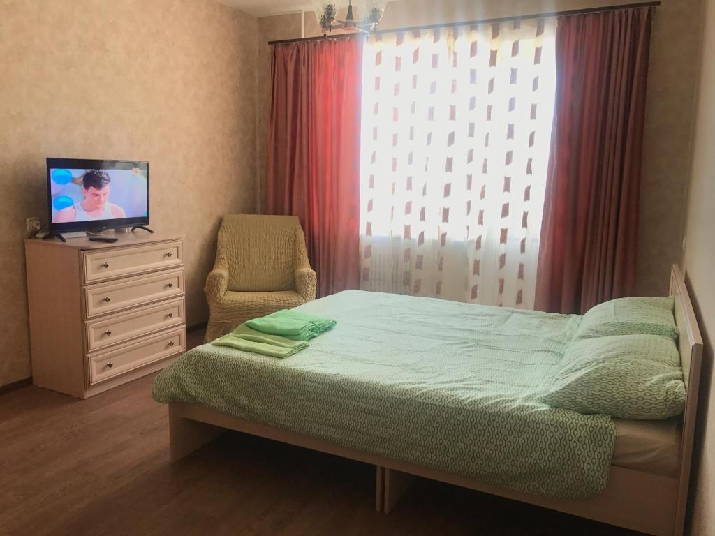 A bed or beds in a room at Apartment on Polevaya 10