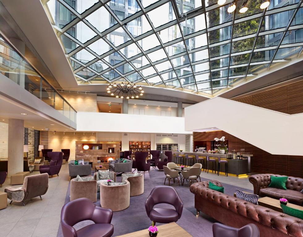 Een restaurant of ander eetgelegenheid bij DoubleTree by Hilton Hotel London - Tower of London