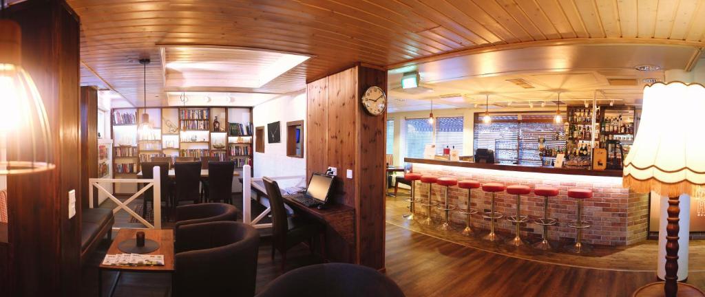 Salon ou bar de l'établissement Finlandia Hotel Airport Oulu