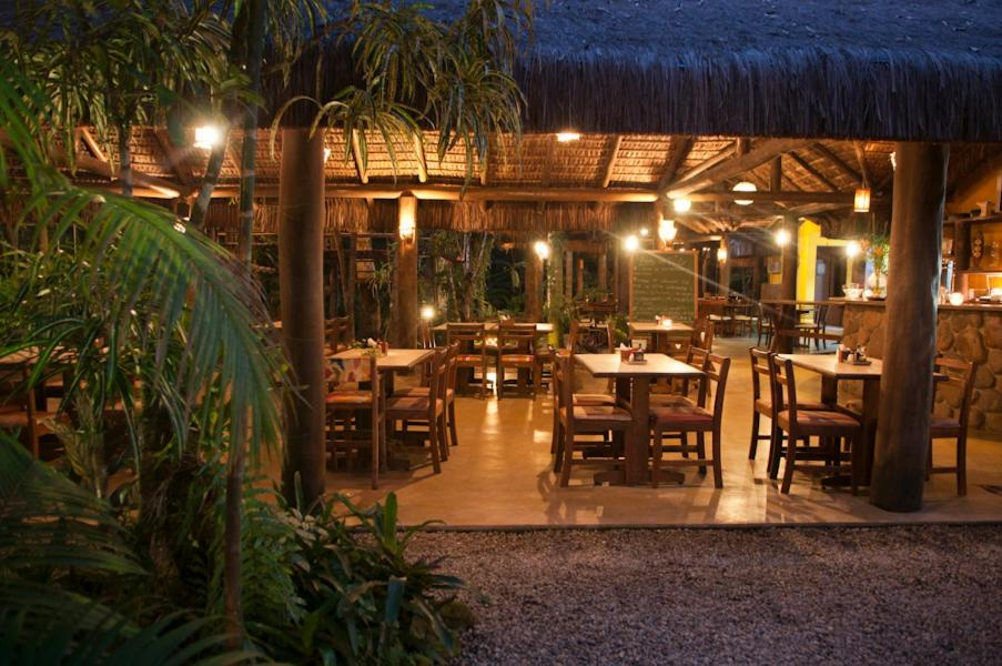 A restaurant or other place to eat at Pousada Todas as Luas