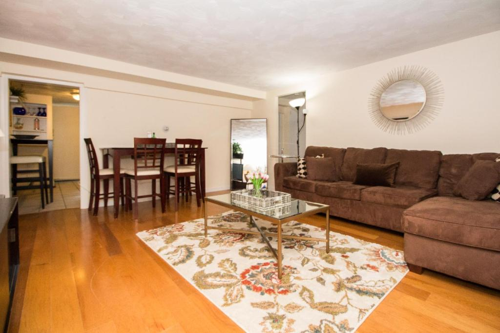 Great 1 Bedroom Apartment Longwood Mbta Boston Fenway Jamaica Pond Brookline Usa Booking Com