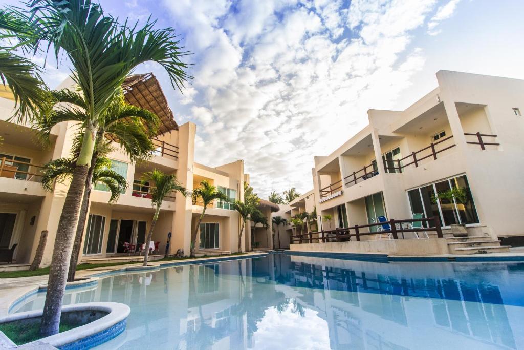 Бассейн в Coral Maya Stay Suites или поблизости