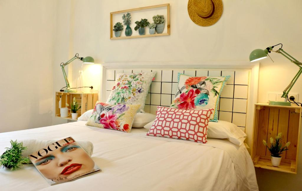 A bed or beds in a room at Lorienne