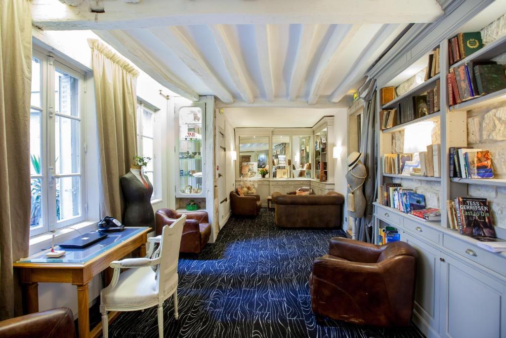 Coin salon dans l'établissement Hotel Bonaparte