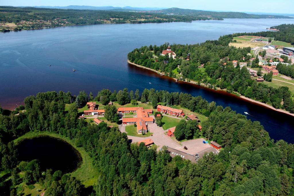 Ett flygfoto av Leksands Folkhögskola