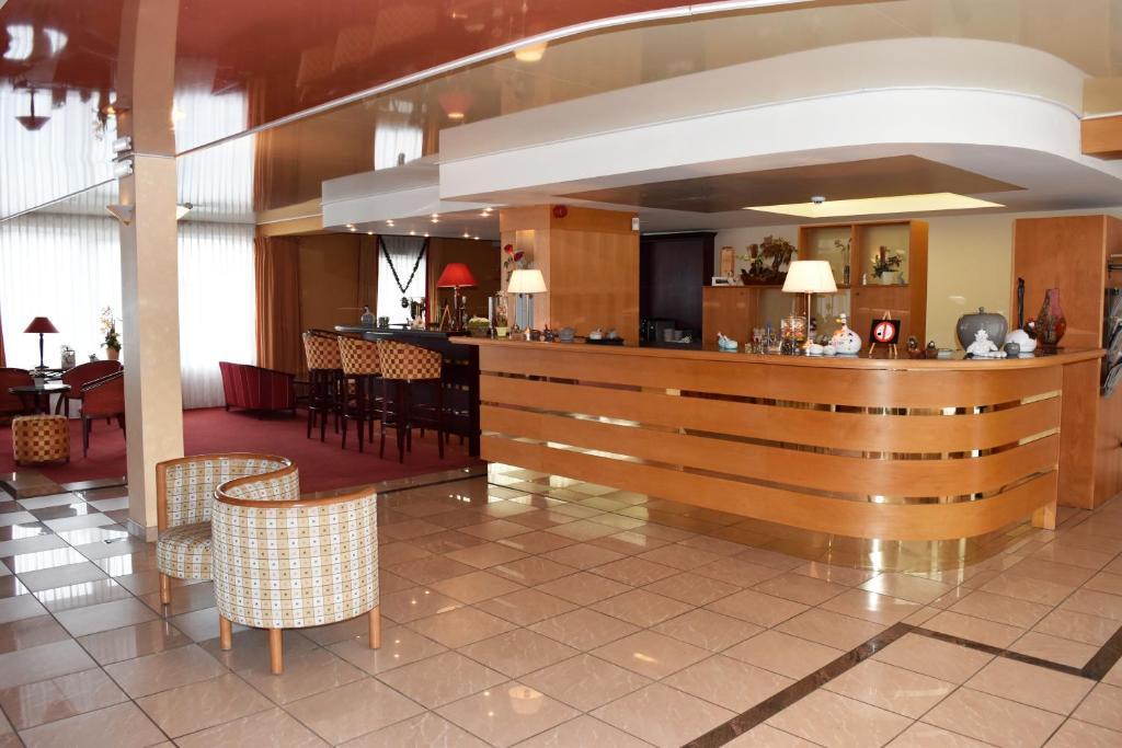 Лобби или стойка регистрации в Hotel Le Pole Europeen