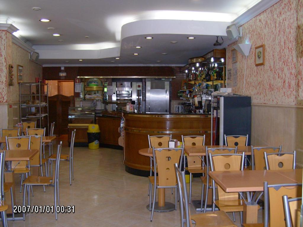 Um restaurante ou outro lugar para comer em Olhos Pretos