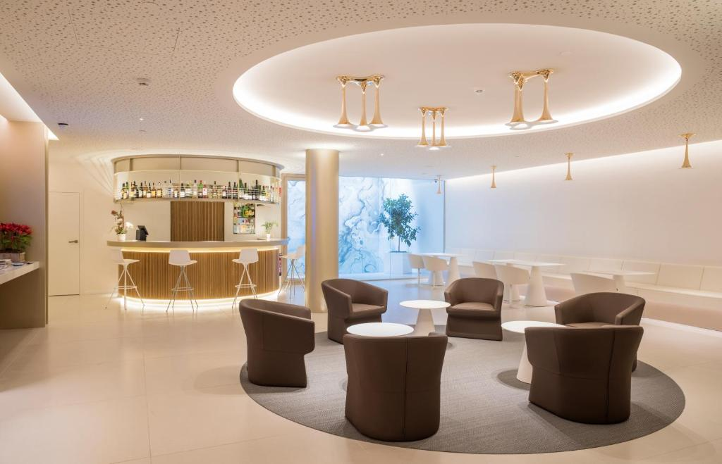 The lounge or bar area at Hotel Lleó