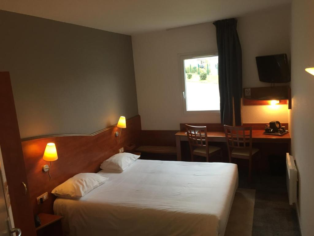 A bed or beds in a room at Armony Hotel