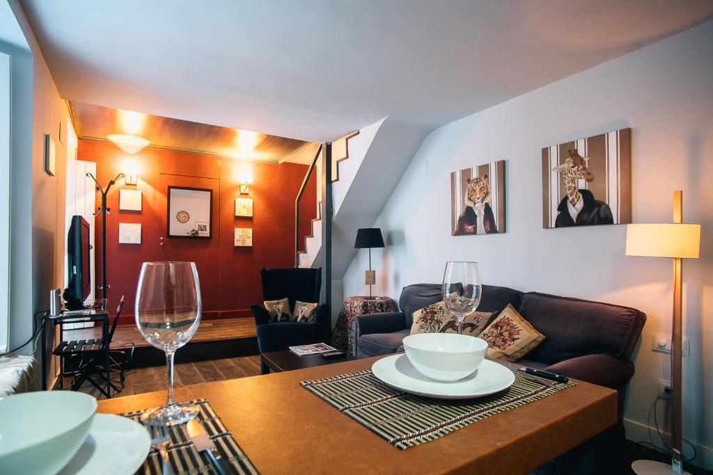 Un restaurante o sitio para comer en ViVA Romantic duplex near Giralda