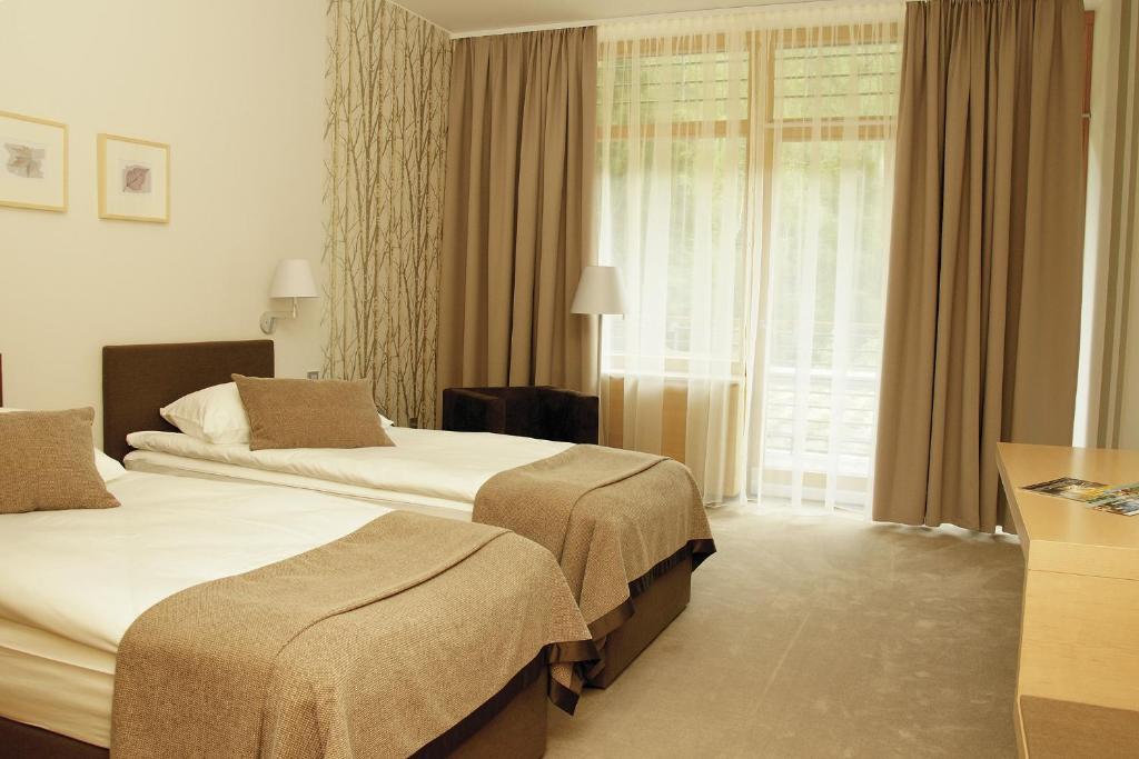 Een bed of bedden in een kamer bij Špik Alpine Resort