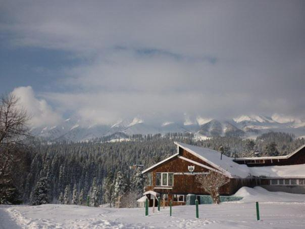 Hotel Highlands Park during the winter
