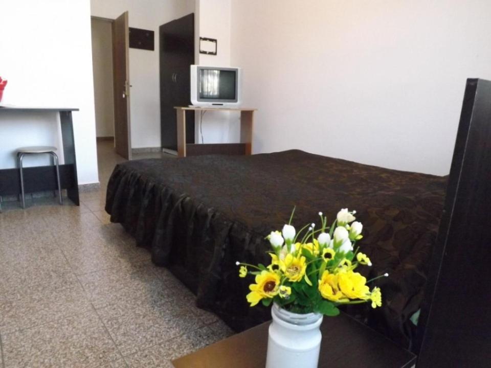Un pat sau paturi într-o cameră la Casa Dobrescu Centura De Nord