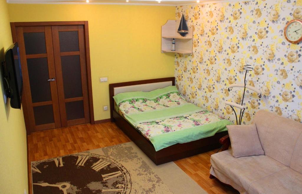 A bed or beds in a room at Svetlana's Apartments, Center of Sumy