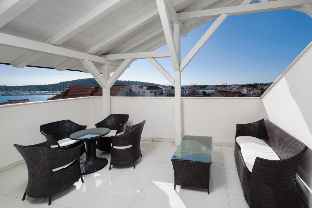 A balcony or terrace at Panorama lux apartment