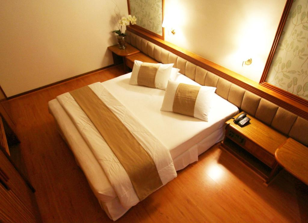 A bed or beds in a room at Blue Tree Towers Curitiba Batel