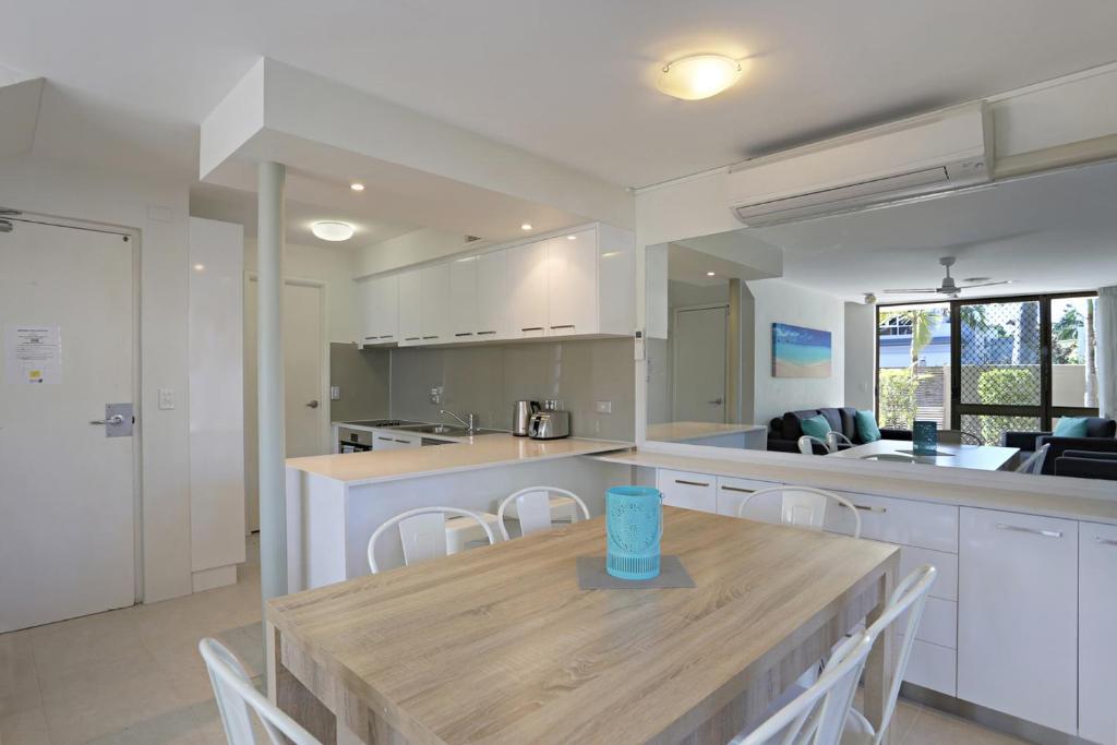A kitchen or kitchenette at Kananda Beach House