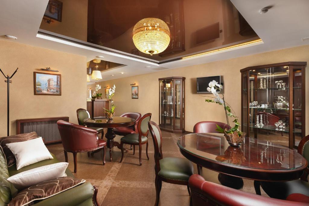 The lounge or bar area at Boutique Hotel Rozhdestvensky Dvorik