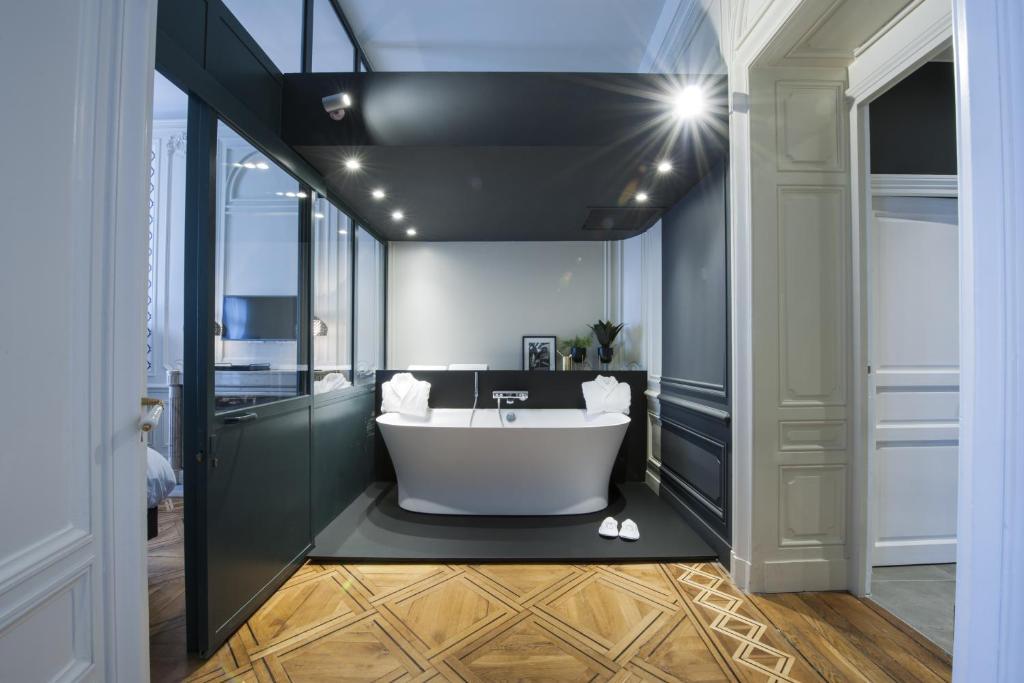 Salle de bains dans l'établissement MiHotel Gailleton