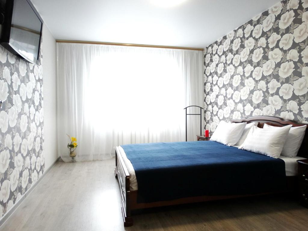 A bed or beds in a room at Inndays on Lunacharskogo-2