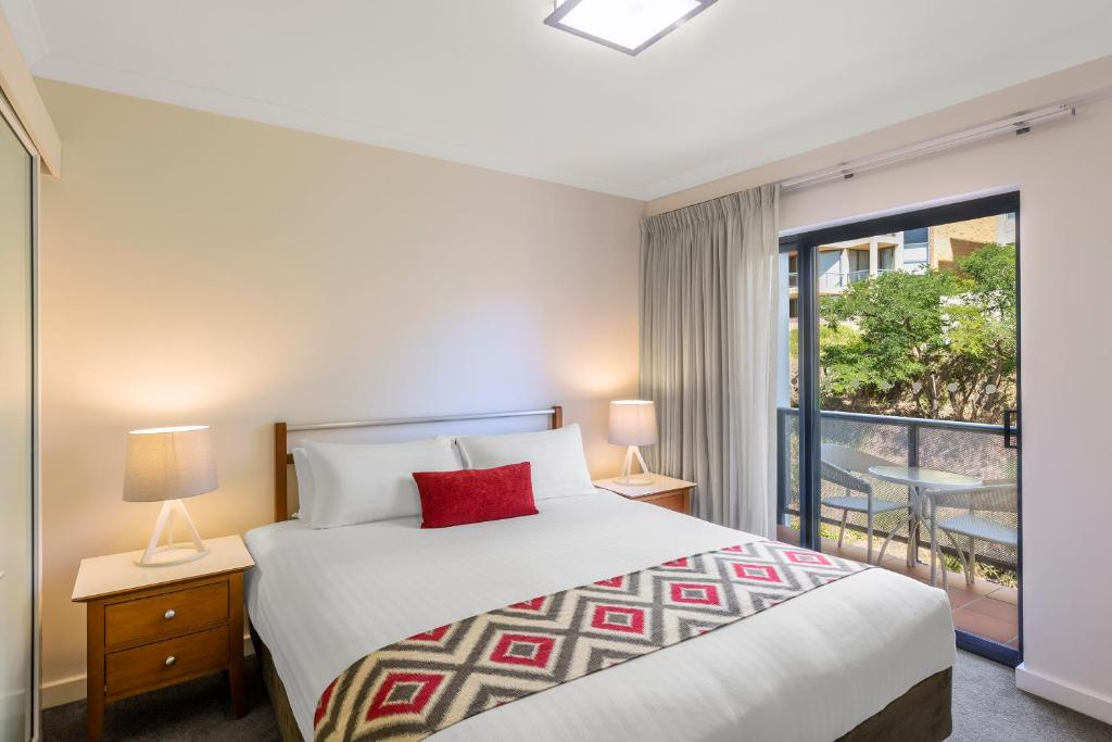 Mounts Bay Waters Apartment Hotel - Laterooms