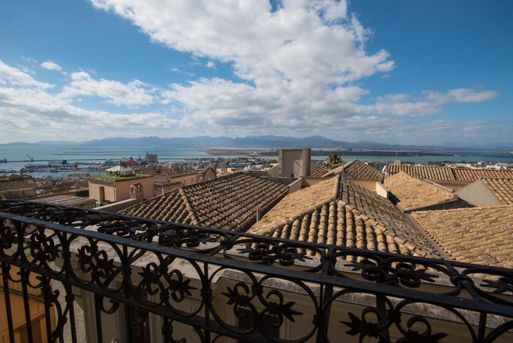 A balcony or terrace at Residenze al Castello Apartments