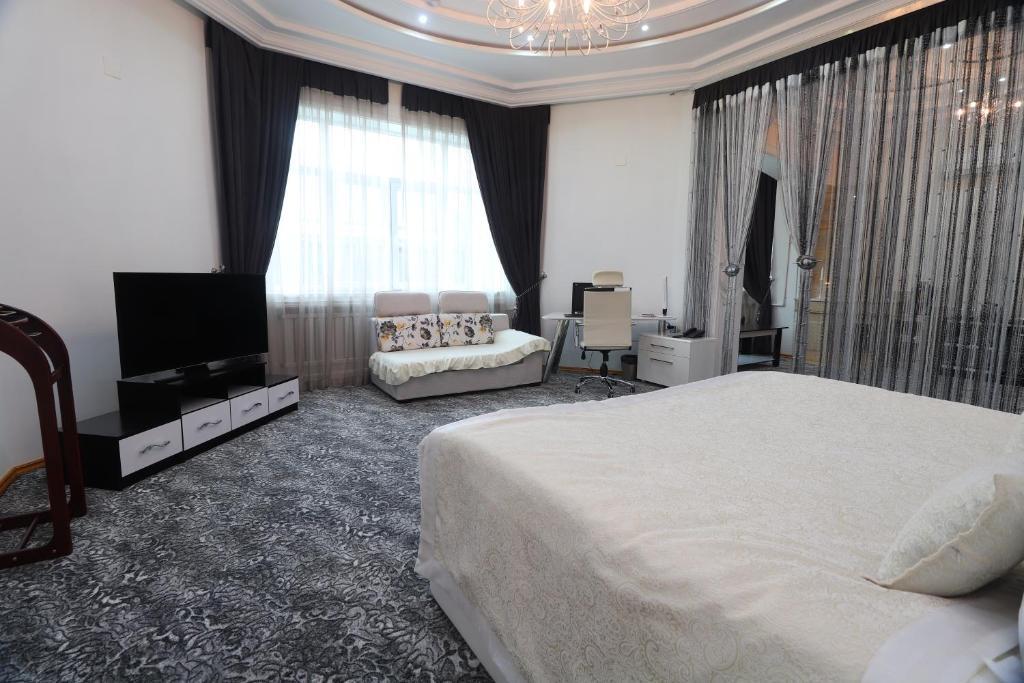 Телевизор и/или развлекательный центр в Lotte Palace Dushanbe
