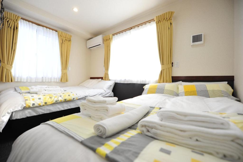 A bed or beds in a room at Karin doo Hotel