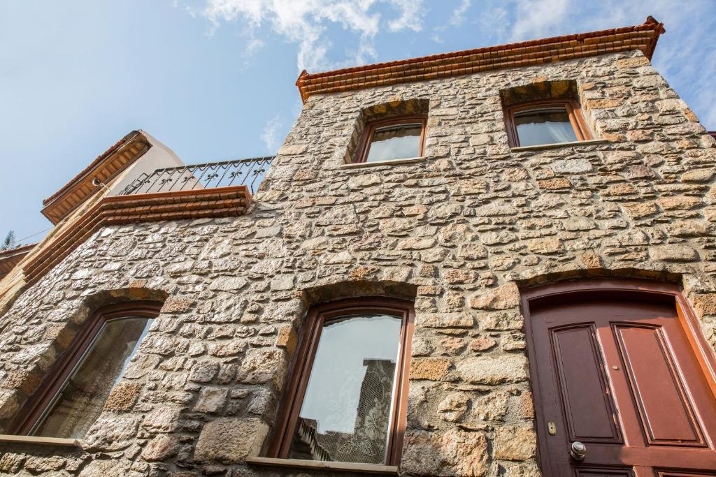 Two Stone Homes Metis