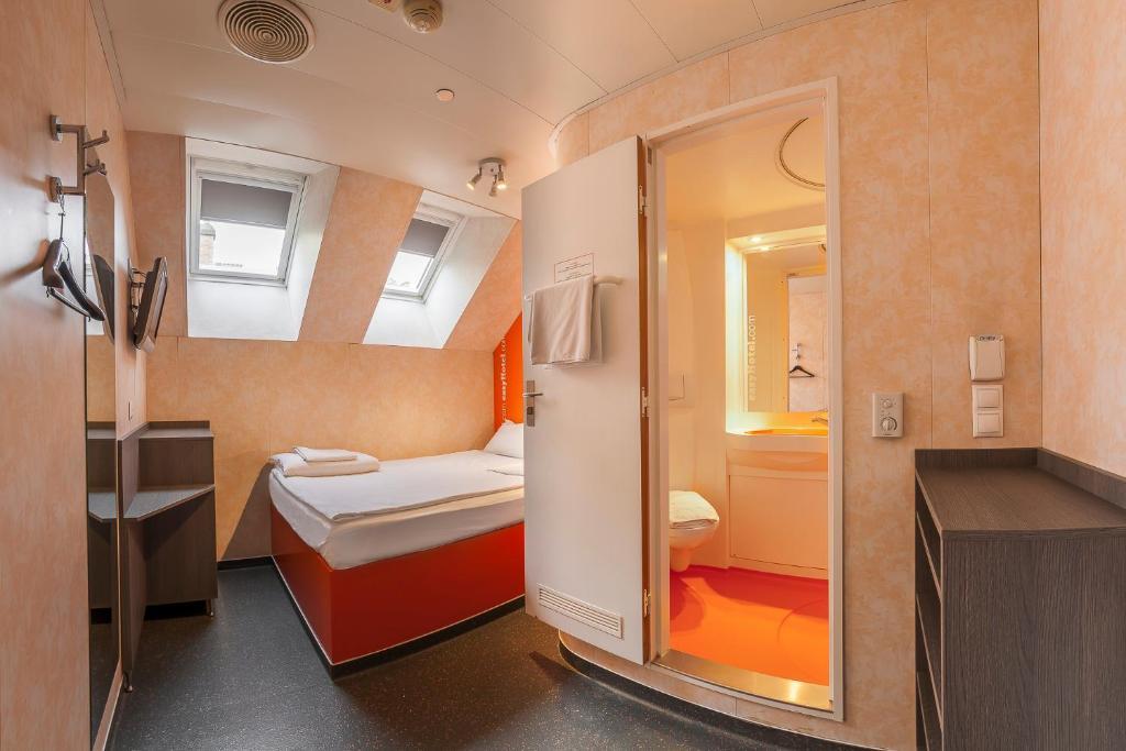 Ένα μπάνιο στο easyHotel Budapest Oktogon
