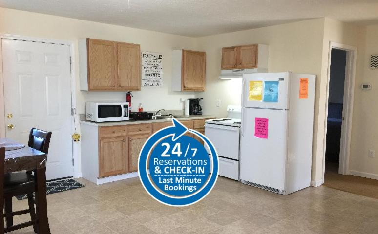 A kitchen or kitchenette at Jackson Apartments Unit C
