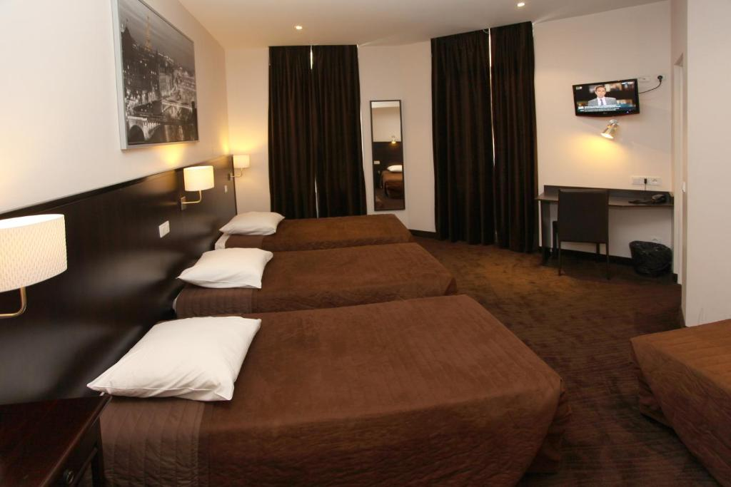 A bed or beds in a room at Trocadero