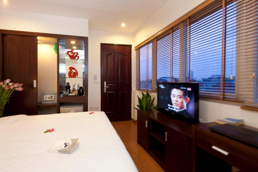 A television and/or entertainment center at Rising Dragon Legend Hotel