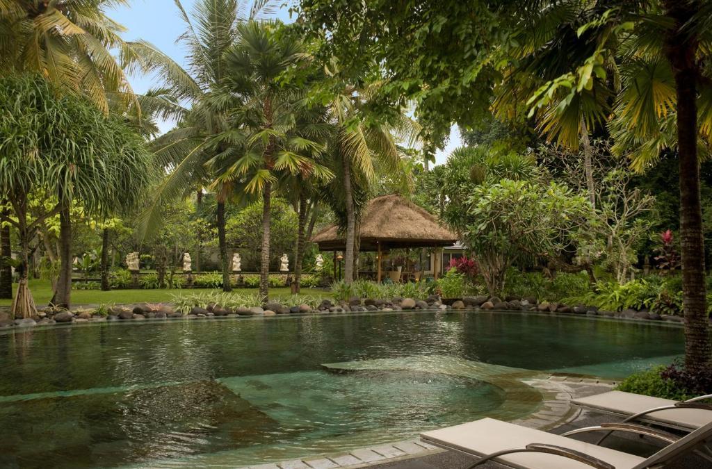 Het zwembad bij of vlak bij Segara Village Hotel