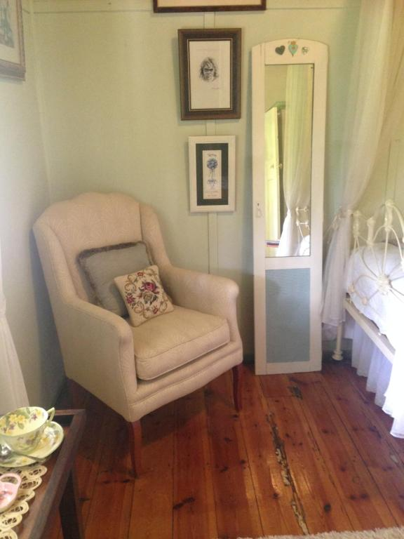 A seating area at Cockatoo Cottage