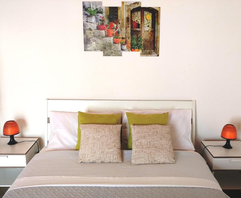 A bed or beds in a room at Stanze ai Lumi