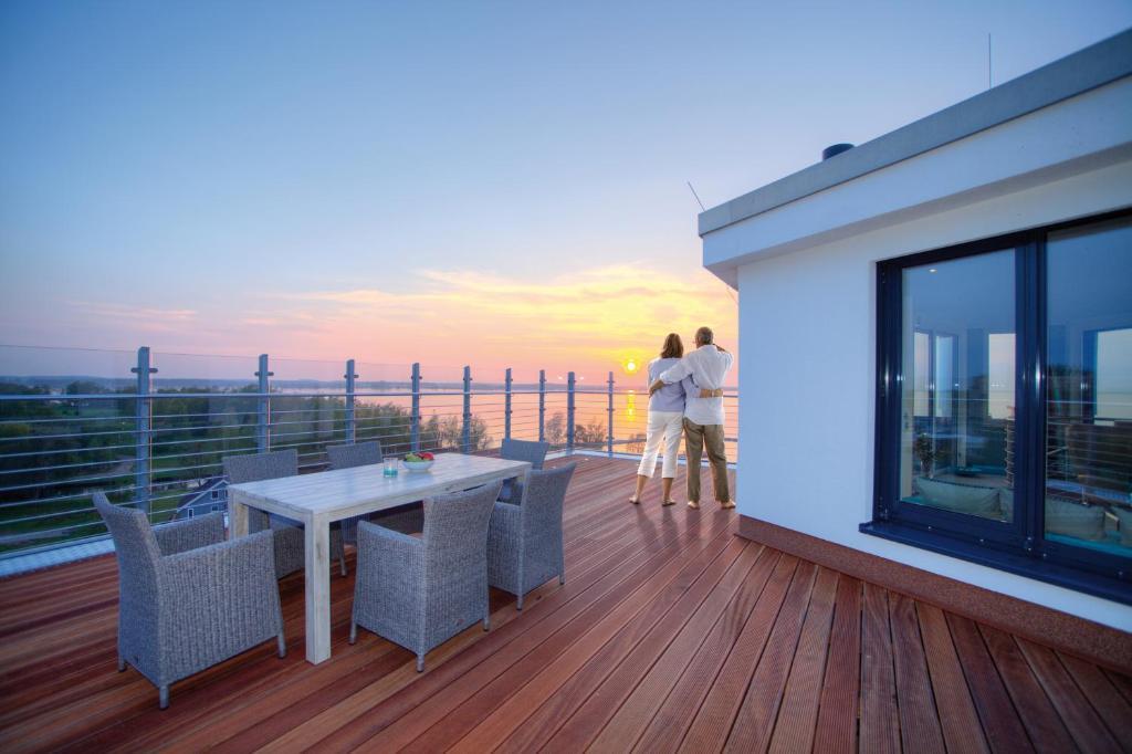 A balcony or terrace at Penthouse Müritzblick