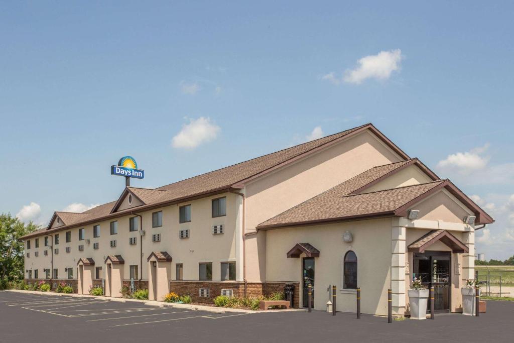 Days Inn by Wyndham Le Roy/Bloomington Southeast