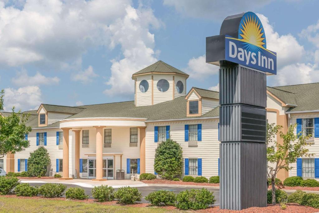 Days Inn by Wyndham Shallotte